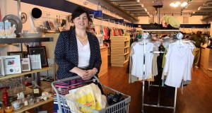 Jenna-Isaacson-a-Thrifty-Fashionista-visits-the-Savannah-Goodwill-boutique-on-Broughton-Street